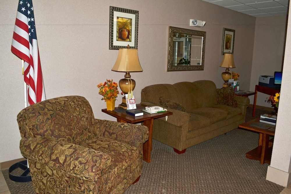 Lobby, Paola Inn And Suites