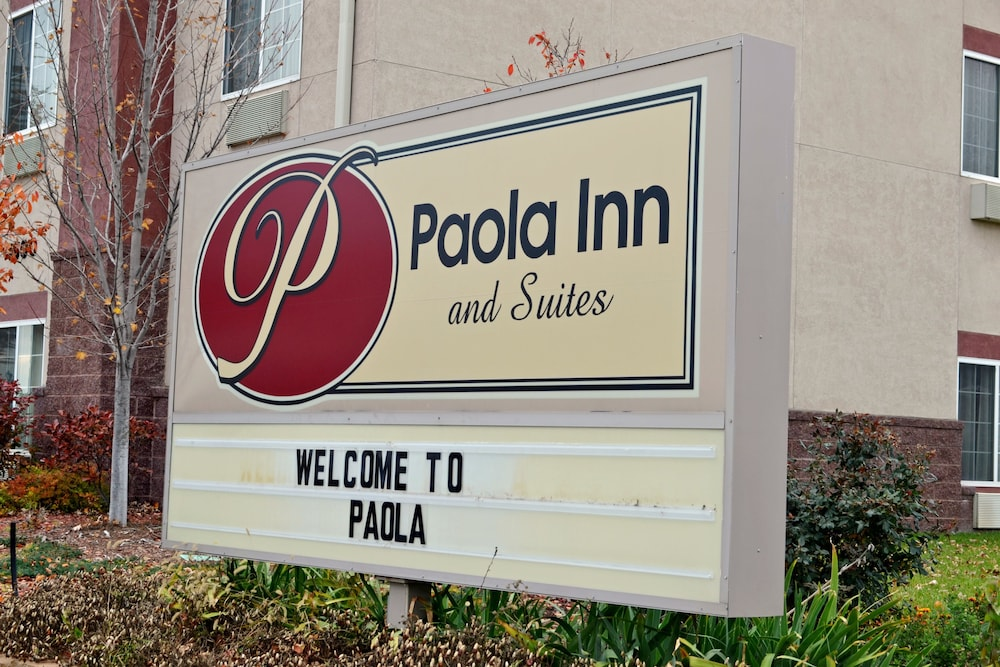 Porch, Paola Inn And Suites