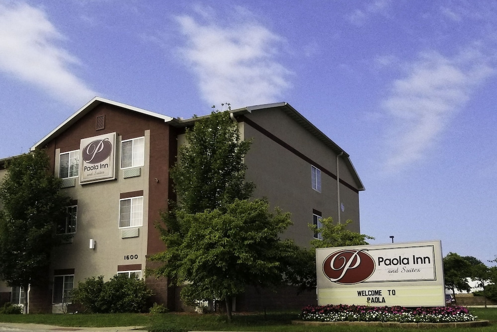 Exterior, Paola Inn And Suites