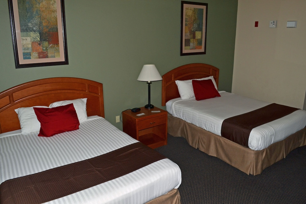 Room, Paola Inn And Suites