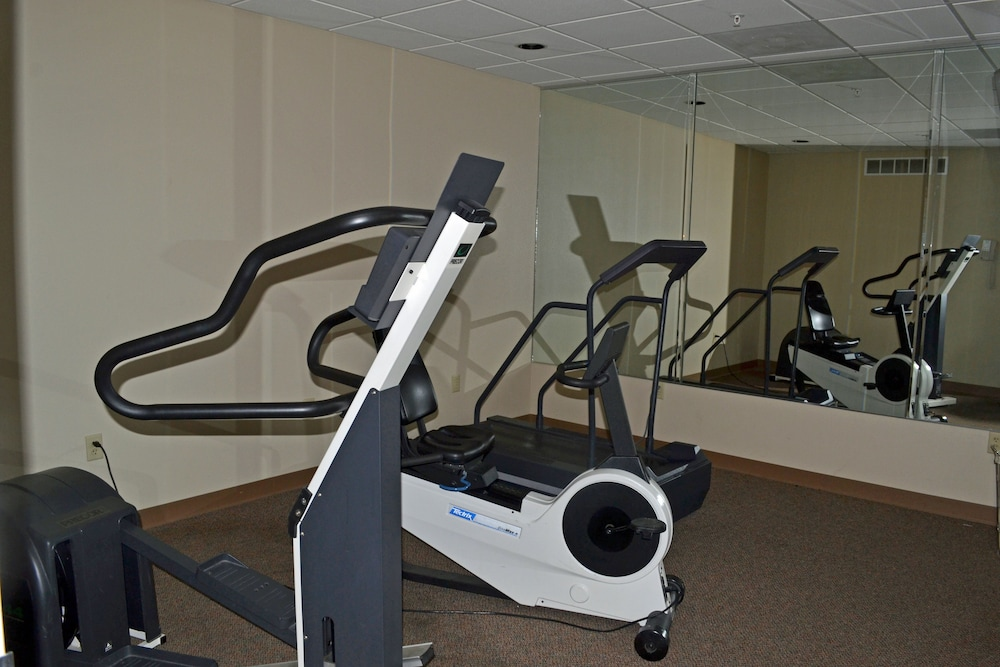 Fitness Facility, Paola Inn And Suites