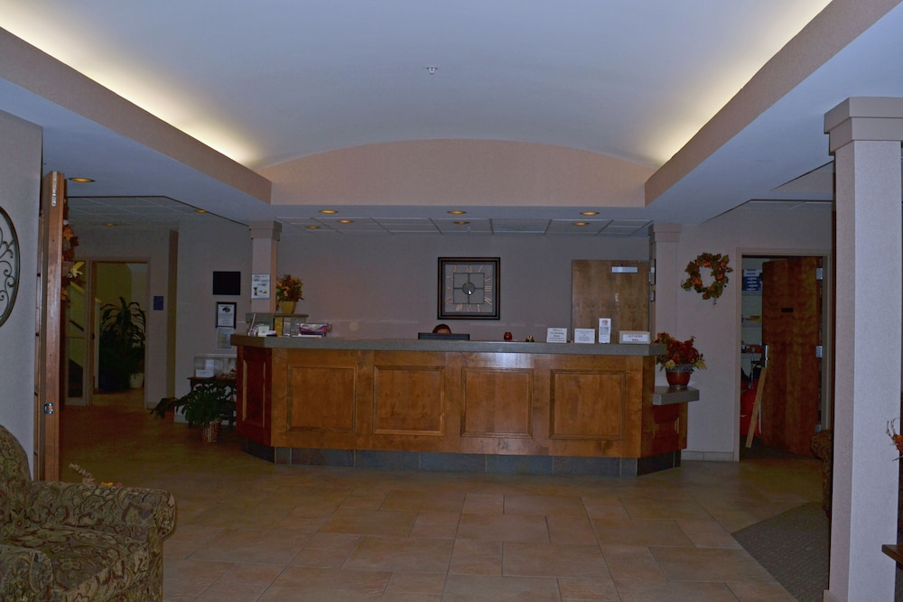 Interior Entrance, Paola Inn And Suites
