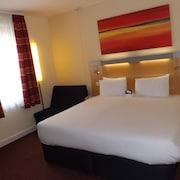 Holiday Inn Express Liverpool -John Lennon Airport