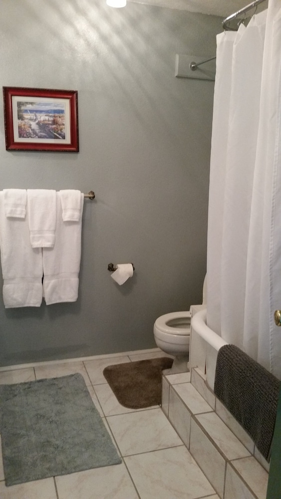 Bathroom, Plantation Bed & Breakfast