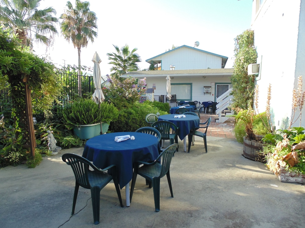 Outdoor Dining, Plantation Bed & Breakfast