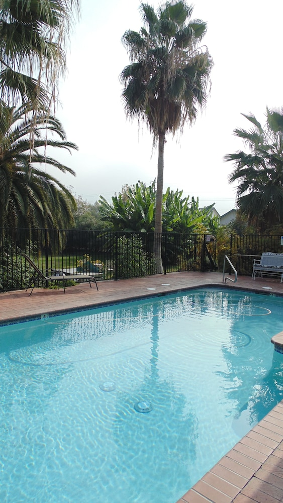 Outdoor Pool, Plantation Bed & Breakfast
