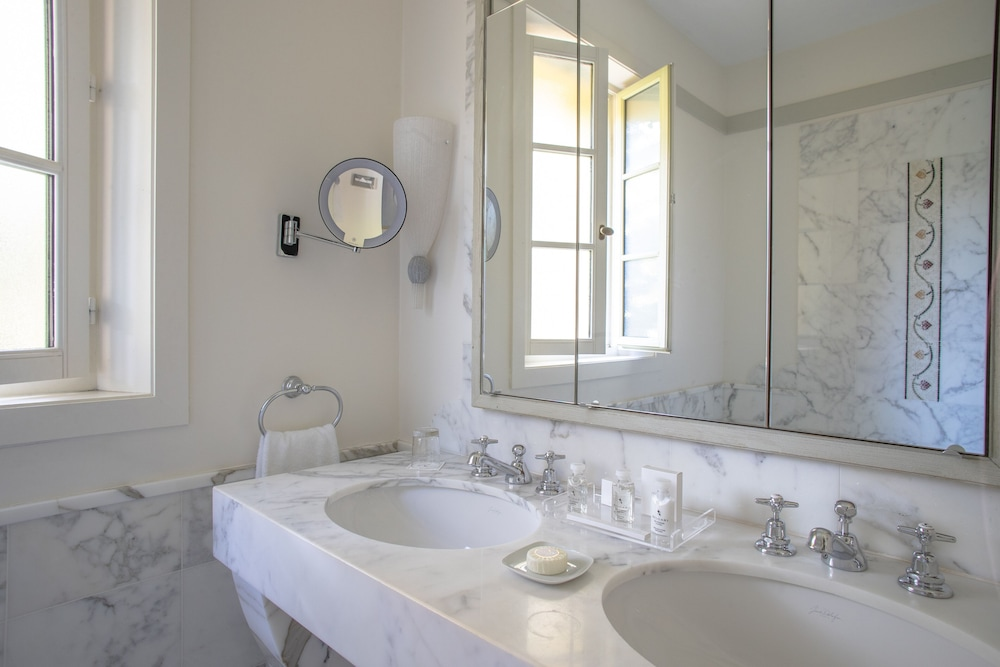 Bathroom, Hotel Royal Riviera