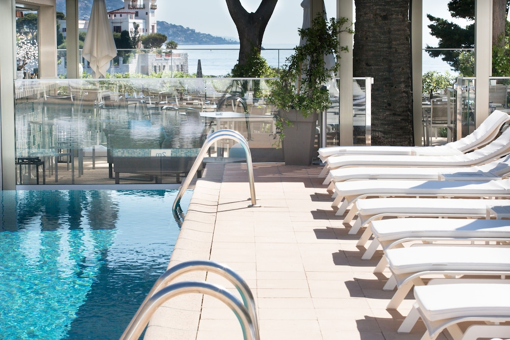 Outdoor Pool, Hotel Royal Riviera
