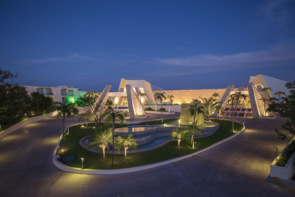 Front of Property - Evening/Night, Grand Sirenis Riviera Maya Resort & Spa - All Inclusive