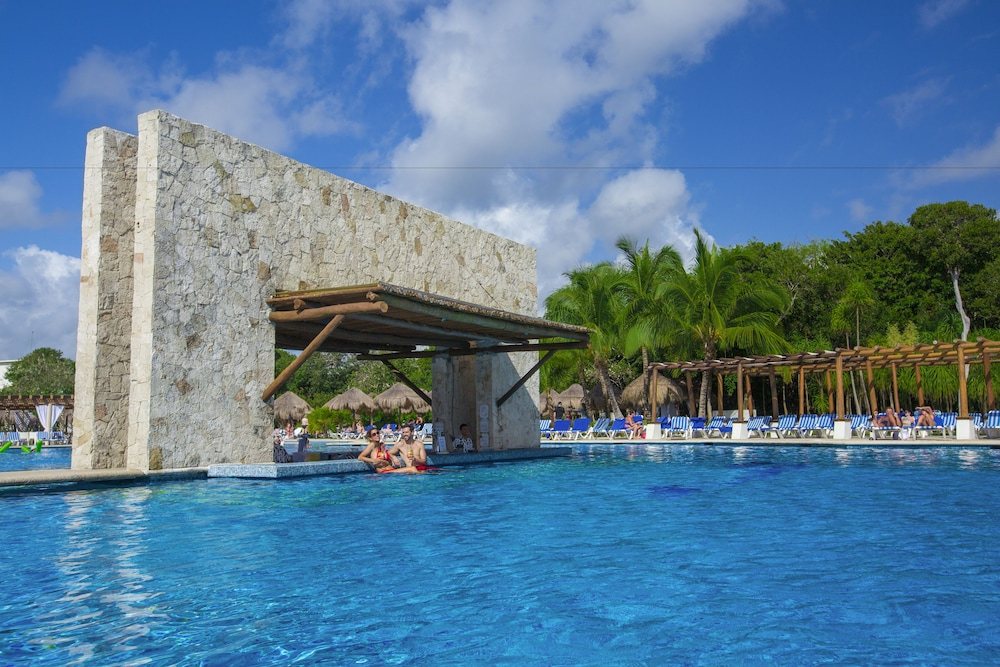 Poolside Bar, Grand Sirenis Riviera Maya Resort & Spa - All Inclusive