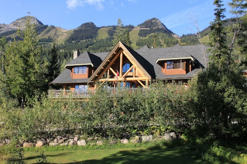 Vagabond Lodge at Kicking Horse Resort