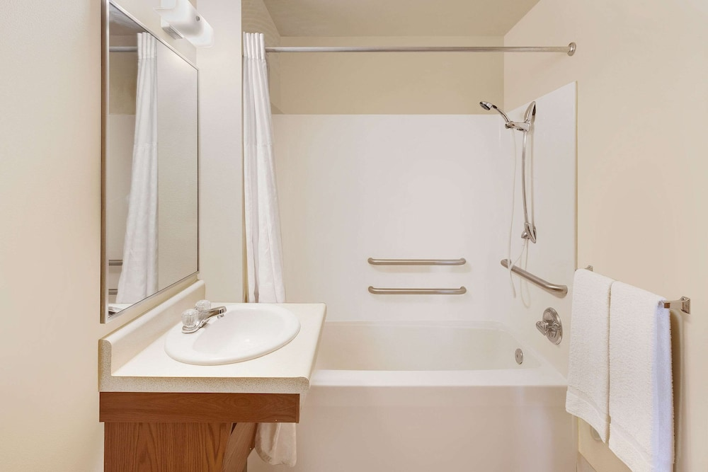 Bathroom, WoodSpring Suites Des Moines Pleasant Hill