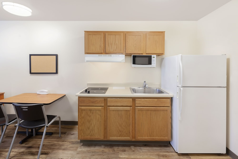 Private Kitchenette, WoodSpring Suites Des Moines Pleasant Hill