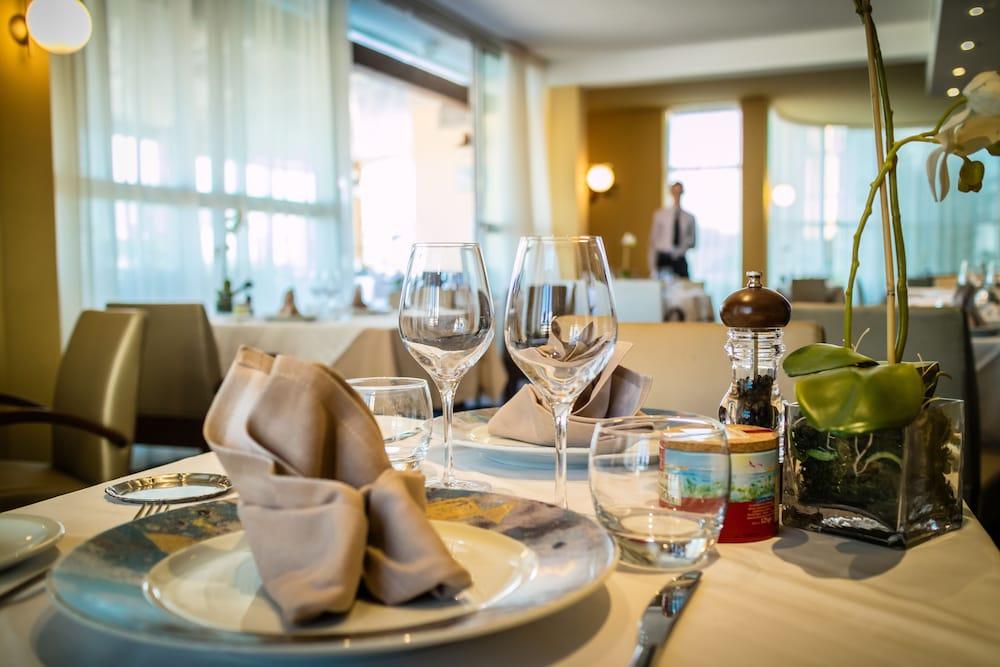 Port marine in montpellier hotel rates reviews on orbitz for Cuisine 728 montpellier
