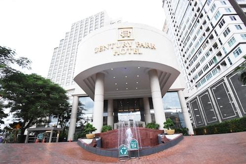 Hotels Near Siam Paragon Mall