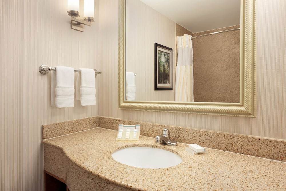 Bathroom, Hilton Garden Inn West Monroe