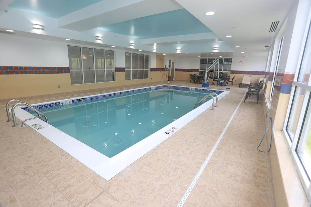 Pool, Hampton Inn Owego