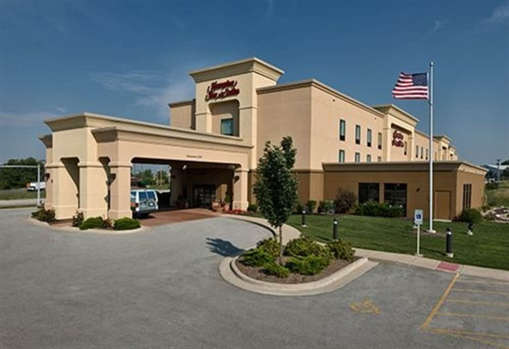 Front of Property, Hampton Inn & Suites Moline-Quad City International Airport