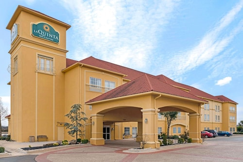 La Quinta Inn & Suites by Wyndham Shawnee