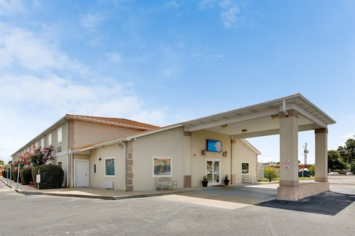 Check Expedia for Availability of Motel 6 Hinesville GA