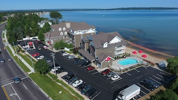 Traverse City Michigan Hotels Book Your Traverse City