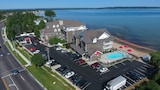 Cherry Tree Inn & Suites - Traverse City Hotels