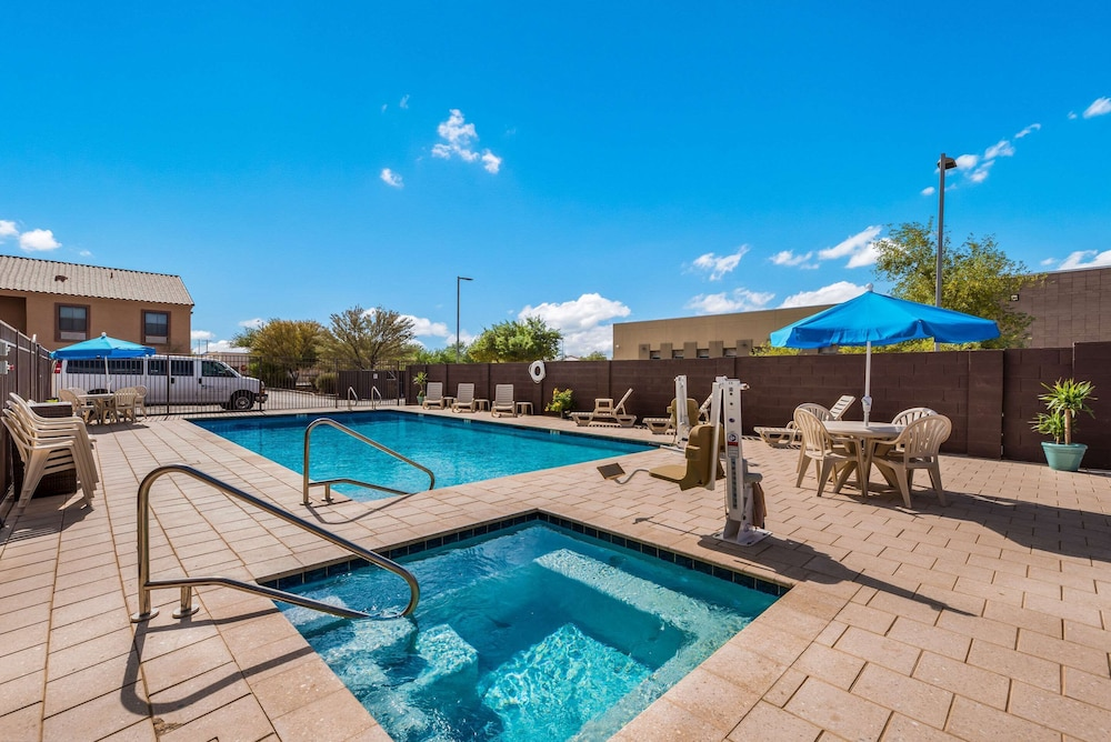 Pool, MainStay Suites Extended Stay Hotel Casa Grande