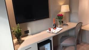 Minibar, cassaforte in camera, insonorizzazione, Wi-Fi gratuito