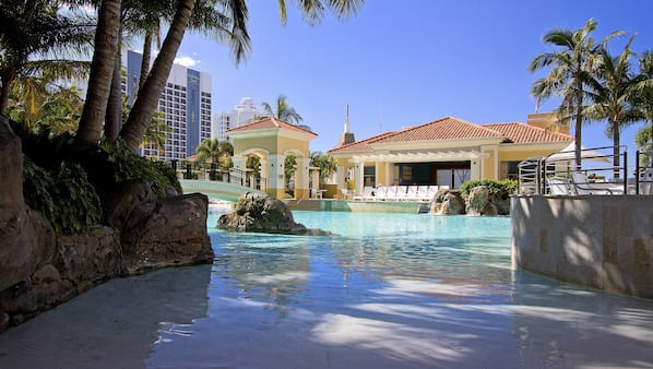 실내 수영장, 2 개의 야외 수영장