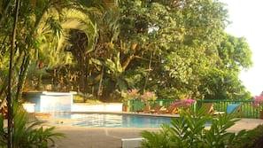 2 piscines extérieures