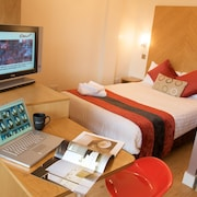 Roomzzz Leeds City West