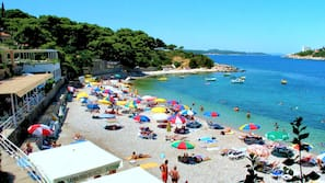 Am Strand, Liegestühle, Sonnenschirme, Schnorcheln