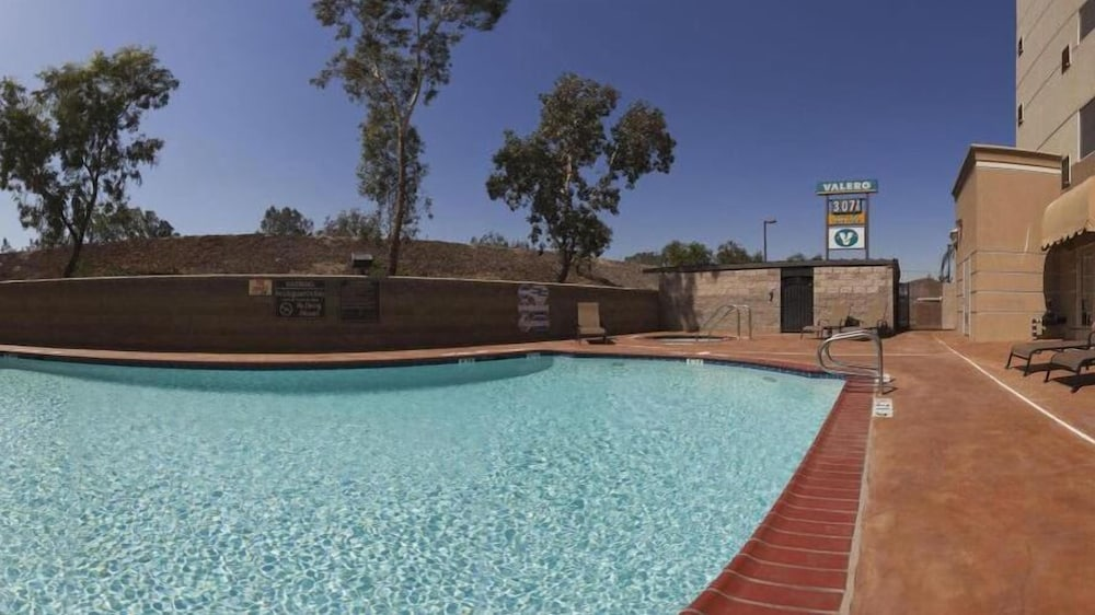 Outdoor Pool, Holiday Inn Express and Suites Bakersfield Central, an IHG Hotel