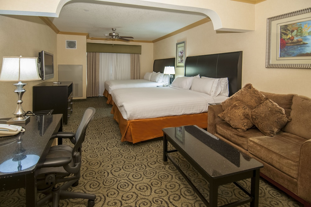 Room, Holiday Inn Express and Suites Bakersfield Central, an IHG Hotel