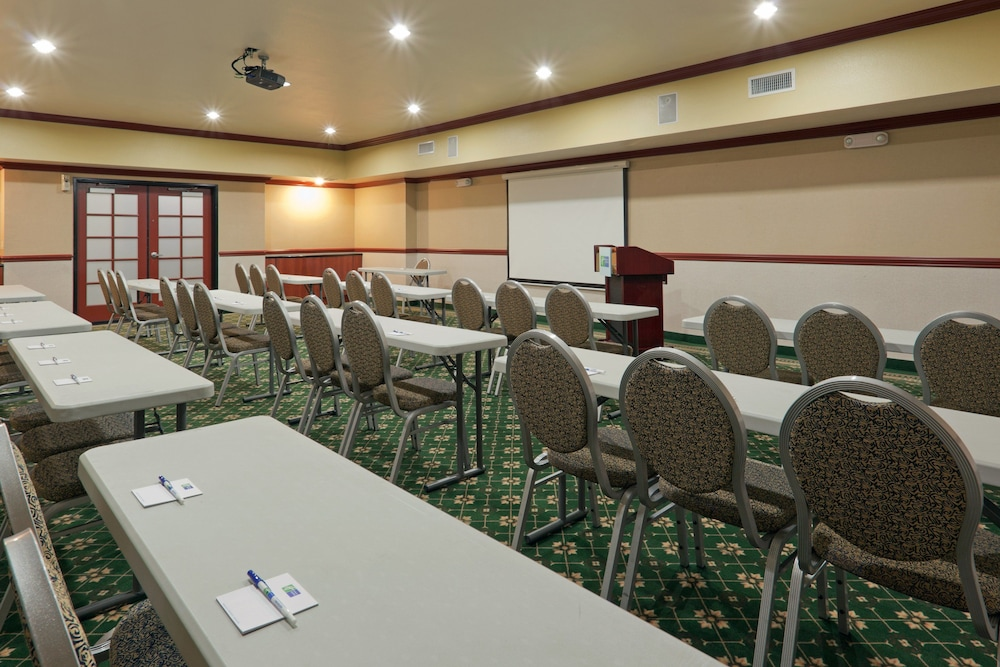 Meeting Facility, Holiday Inn Express and Suites Bakersfield Central, an IHG Hotel