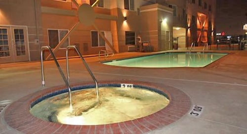 Outdoor Spa Tub, Holiday Inn Express and Suites Bakersfield Central, an IHG Hotel