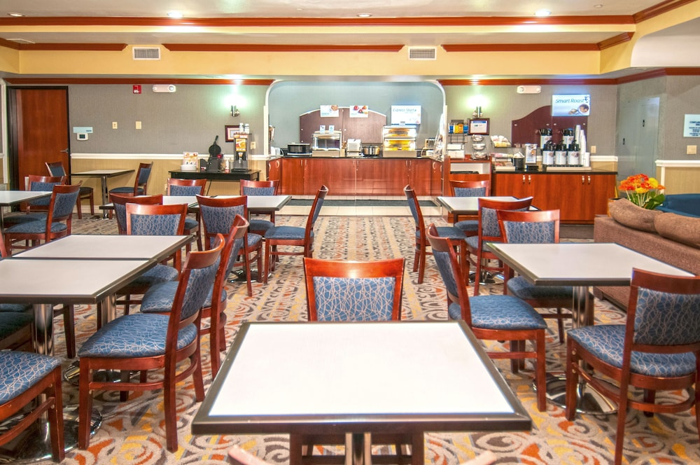 Breakfast Meal, Holiday Inn Express and Suites Bakersfield Central, an IHG Hotel