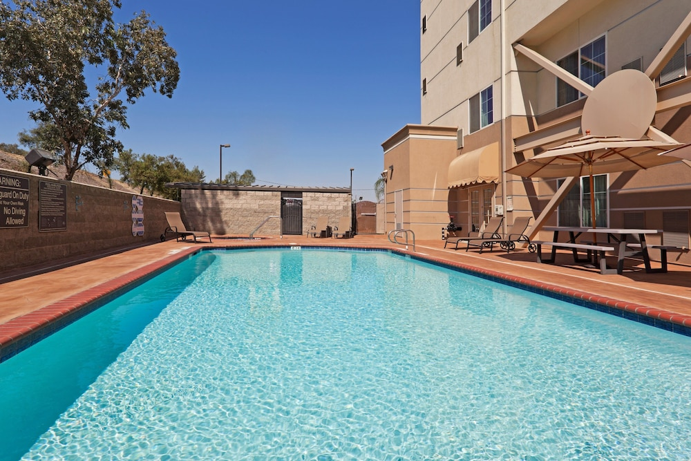 Pool, Holiday Inn Express and Suites Bakersfield Central, an IHG Hotel