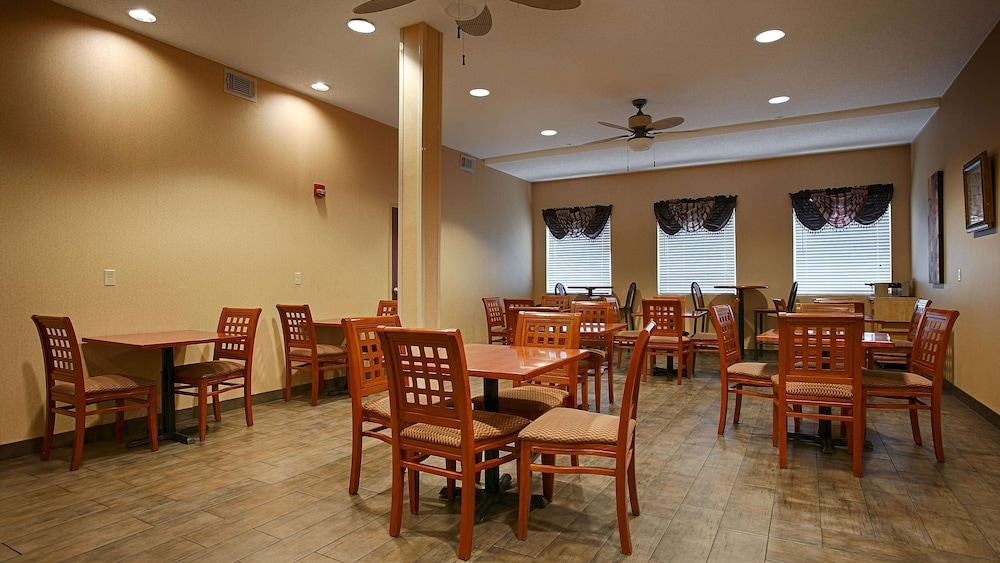 Restaurant, Best Western Plus New Cumberland Inn & Suites