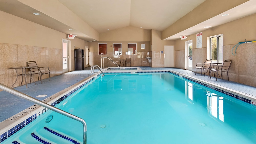 Pool, Best Western Plus New Cumberland Inn & Suites