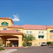 La Quinta Inn & Suites by Wyndham Phoenix I-10 West