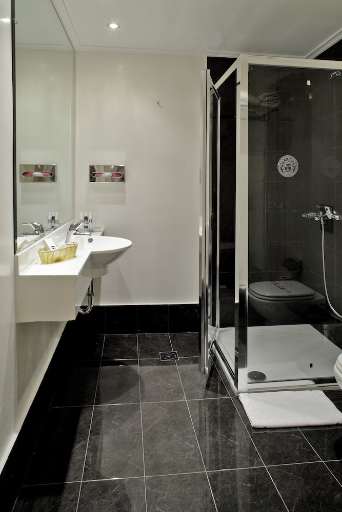 Bathroom, Piraeus Theoxenia Hotel
