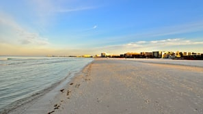 Private beach nearby, white sand, beach towels