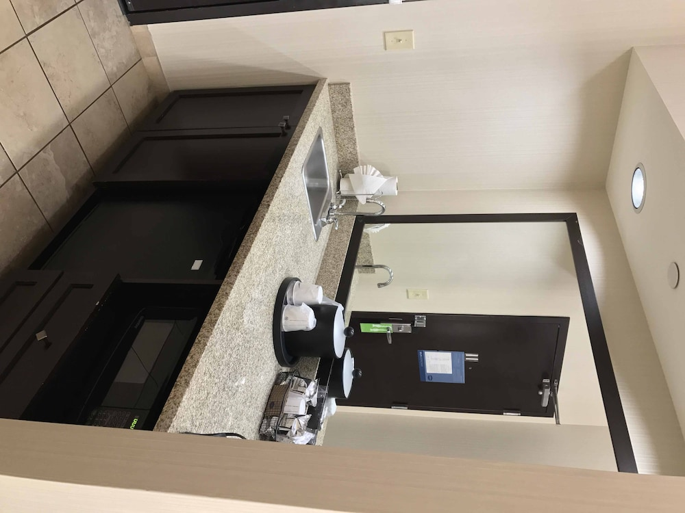 Bathroom, Hampton Inn & Suites Las Vegas South