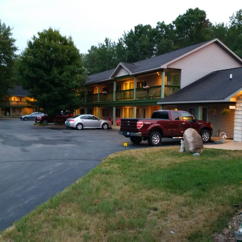 Parking, Bellaire Inn
