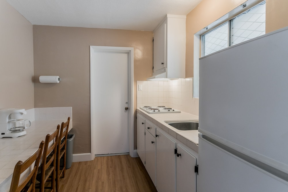 Private Kitchenette, Skylark Shores Resort