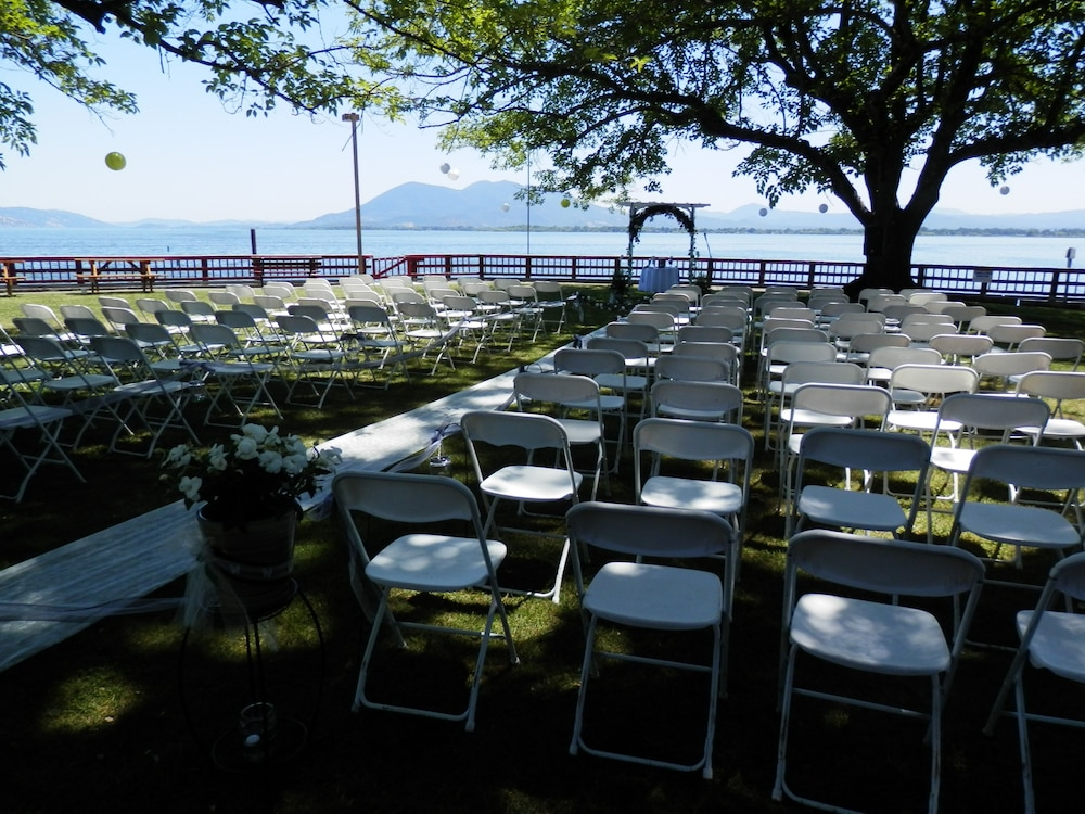 Outdoor Banquet Area, Skylark Shores Resort