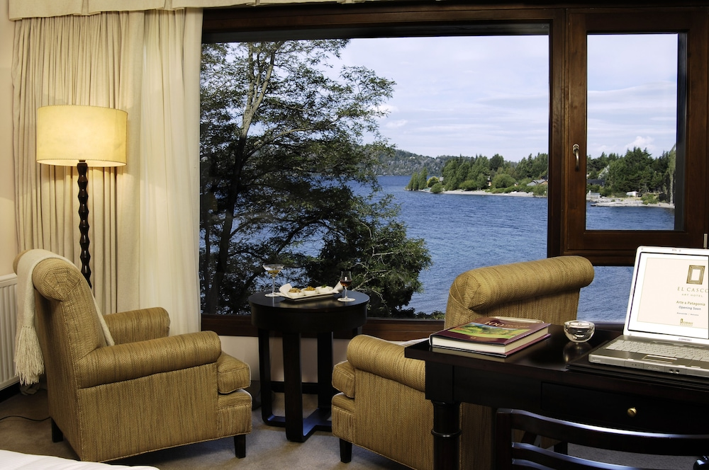 Lake View, El Casco Art Hotel