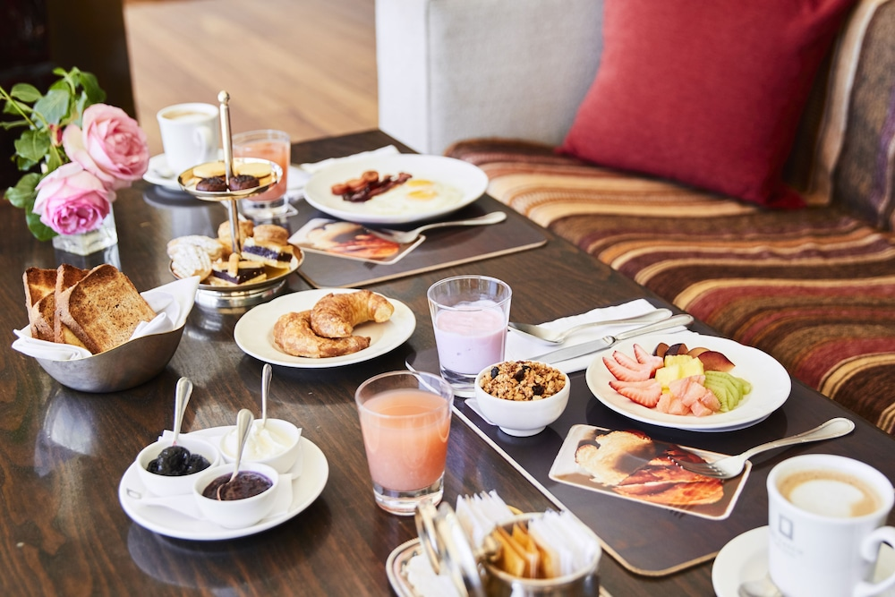 Breakfast buffet, El Casco Art Hotel