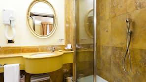 Minibar, Zimmersafe, schallisolierte Zimmer, Babybetten